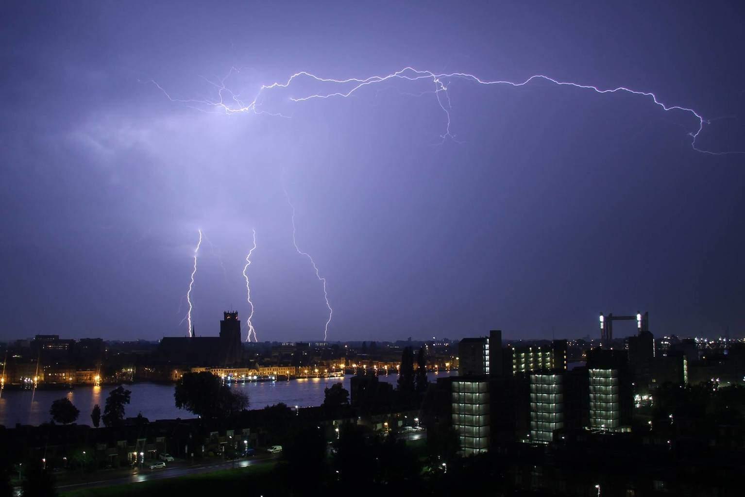 Strikes near Dordrecht last night (The Netherlands)