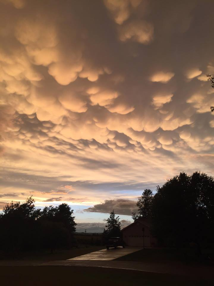 Mammatus Clouds in Durand WI after strong storm