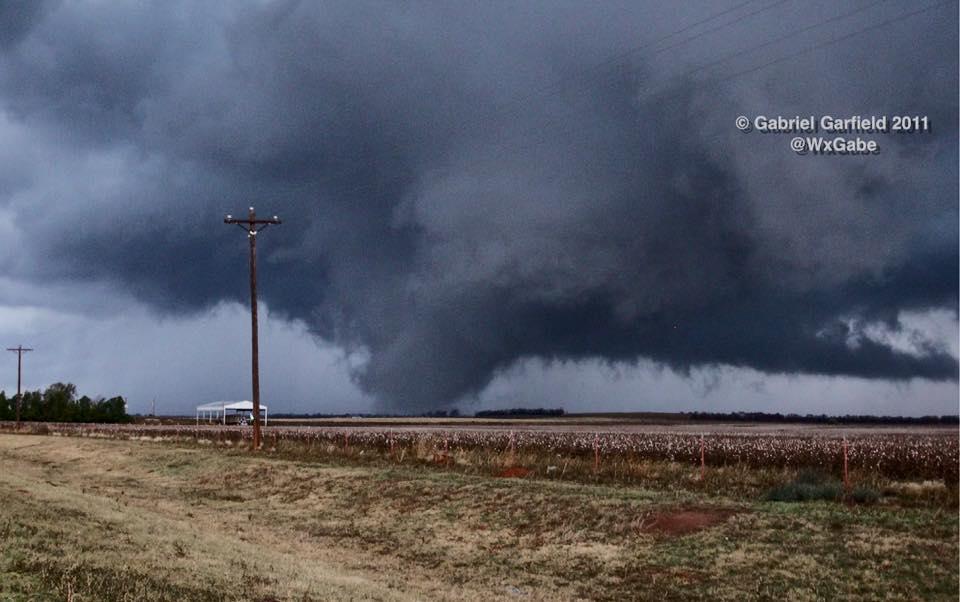 Tornado near Fort Cobb, Oklahoma on November 7, 2011