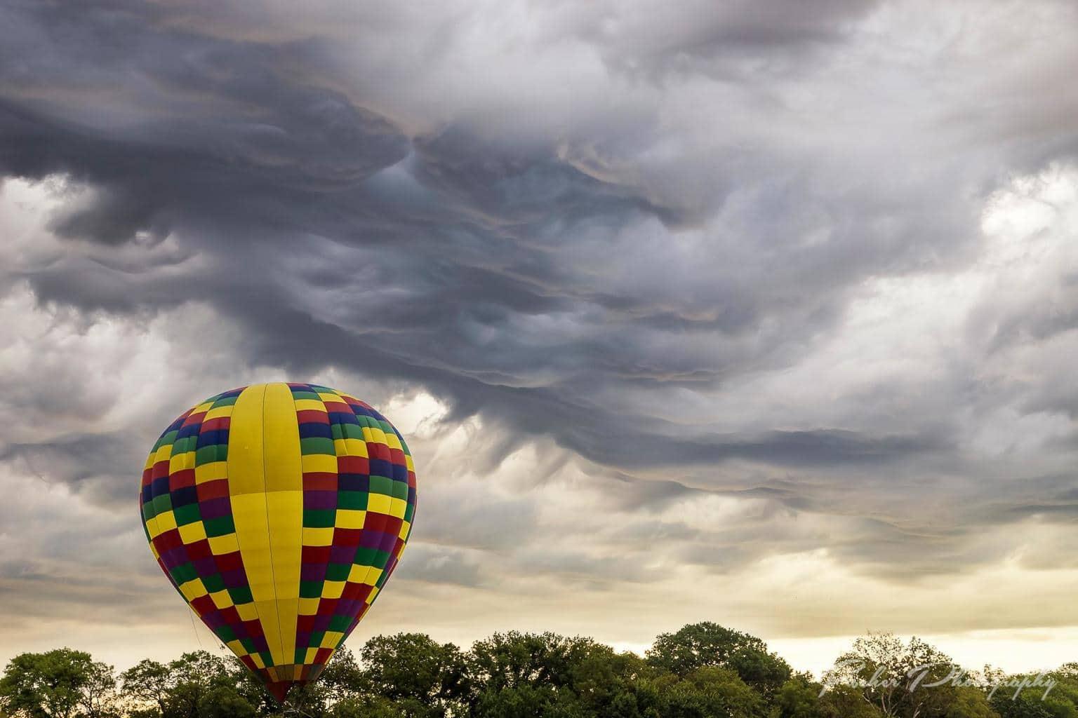 Undulatus Asperatus rolling through the Plano Balloon Festival this past weekend.
