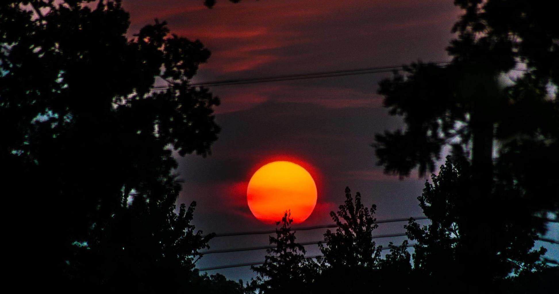 Tonights Sunset out my bedroom window, Southfield, Mi. D5200 300MM 1/800 sec.