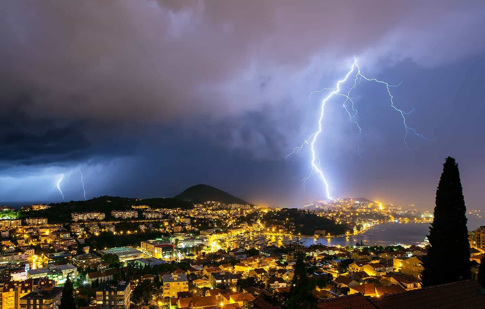 "Dubrovnik ""under attack""....lightning hitting Lapad peninsula yesterday..."