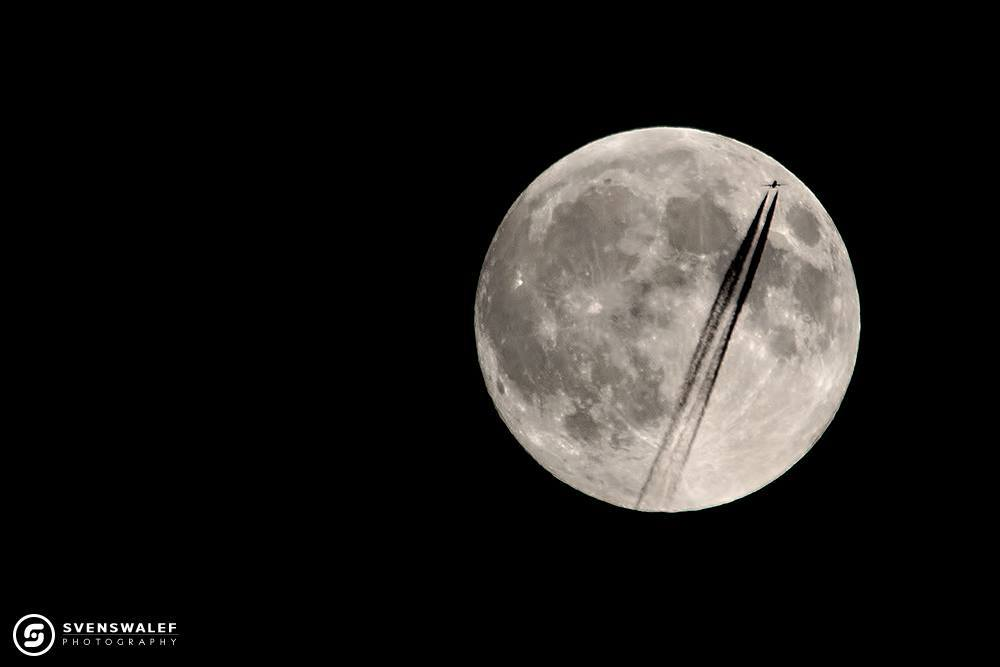 Caught this airplane flying in front of the moon couple days ago before the eclipse night when I was trying out the settings. Couldn't believe it, when I saw the blinking lights underneath the moon and then it crossed the moons disk.