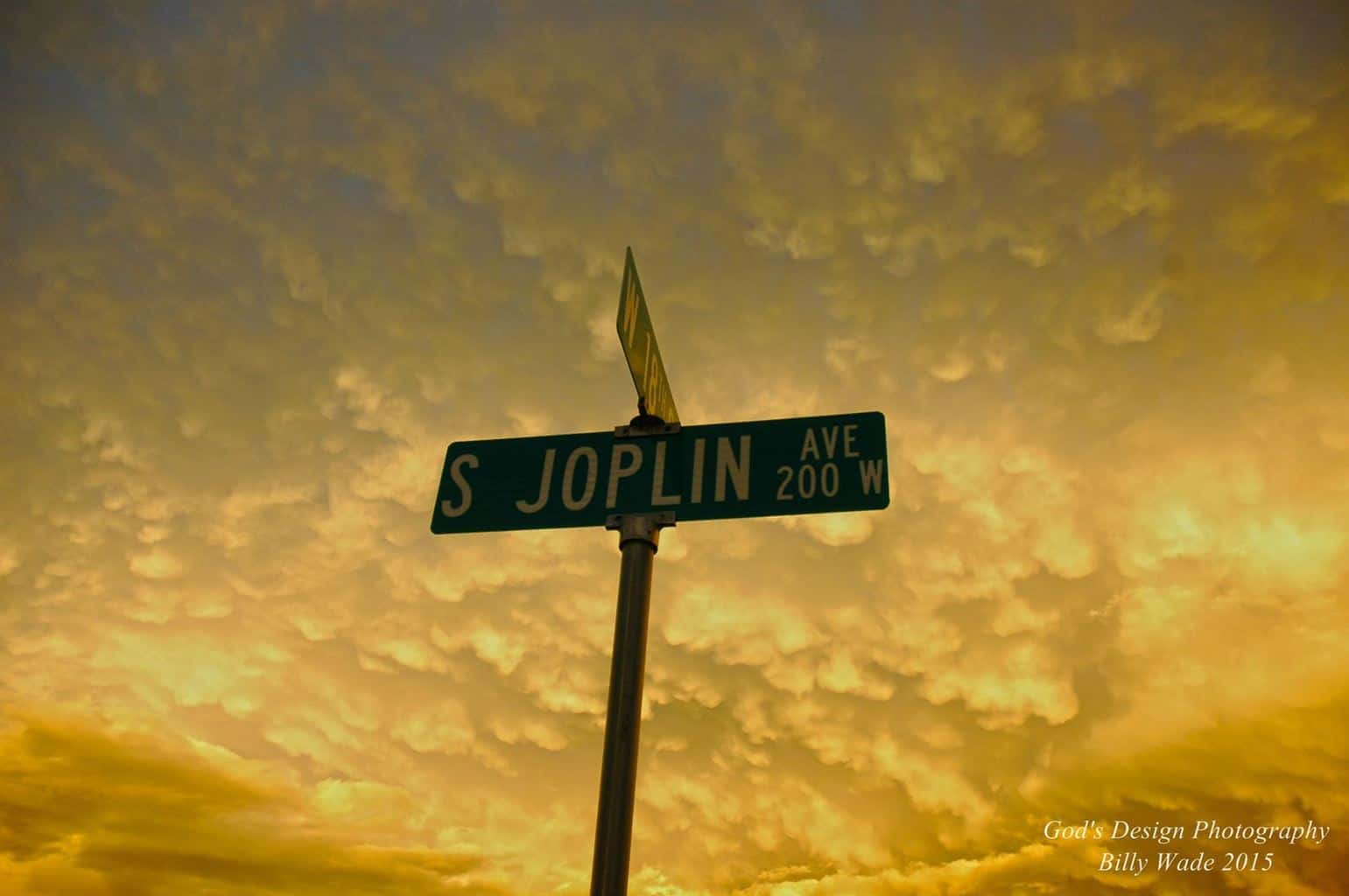 Amazing Mammatus Clouds this evening here back in Joplin, Taken Just minutes Ago!!!!!!!