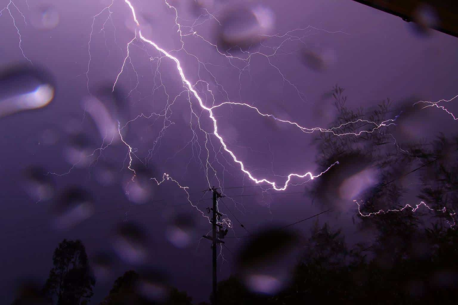 Captured this lil beauty about half an hour ago near Warwick in Southern Qld, Australia. Excuse the raindrops.