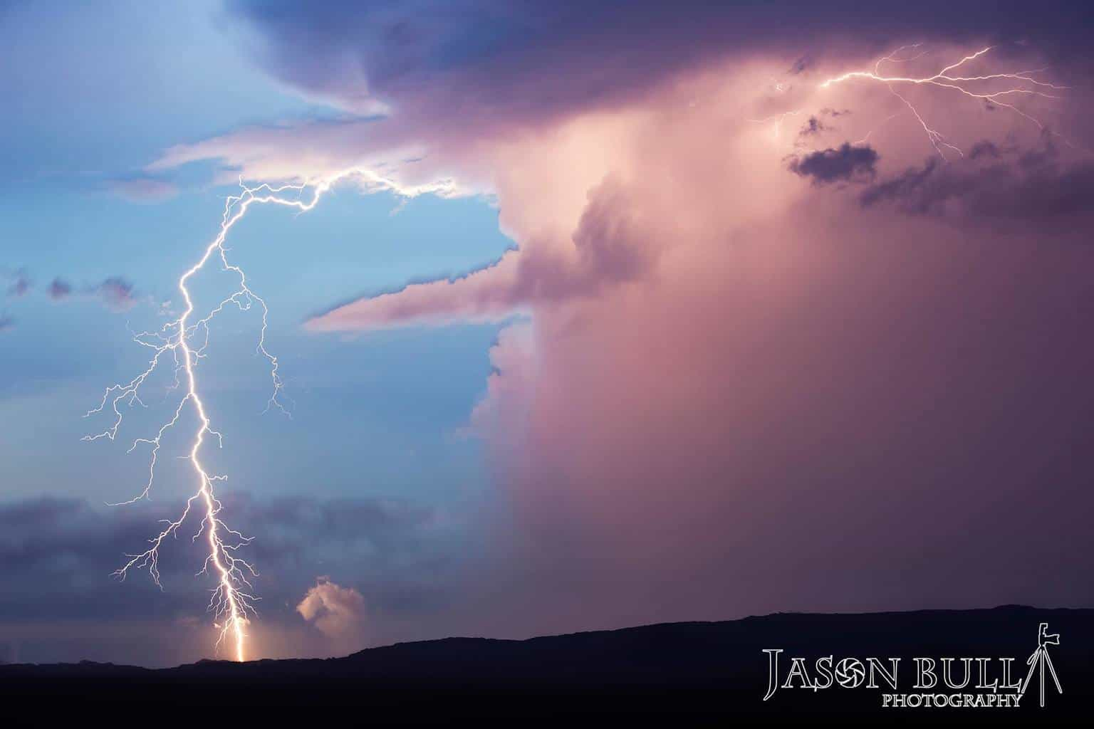 Wow what a couple of days its been in SEQLD and NNSW down under here in Aus. We very rarely get clean air bolts in SEQLD, and ive been wanting to get one for the last 2 years, and dam we had some crackers. We also had some awesome structured super cells, been crazy here, and after tomorrow it calms down for a week. So this is my first clean air bolt, Taken at 90mm and uncroped