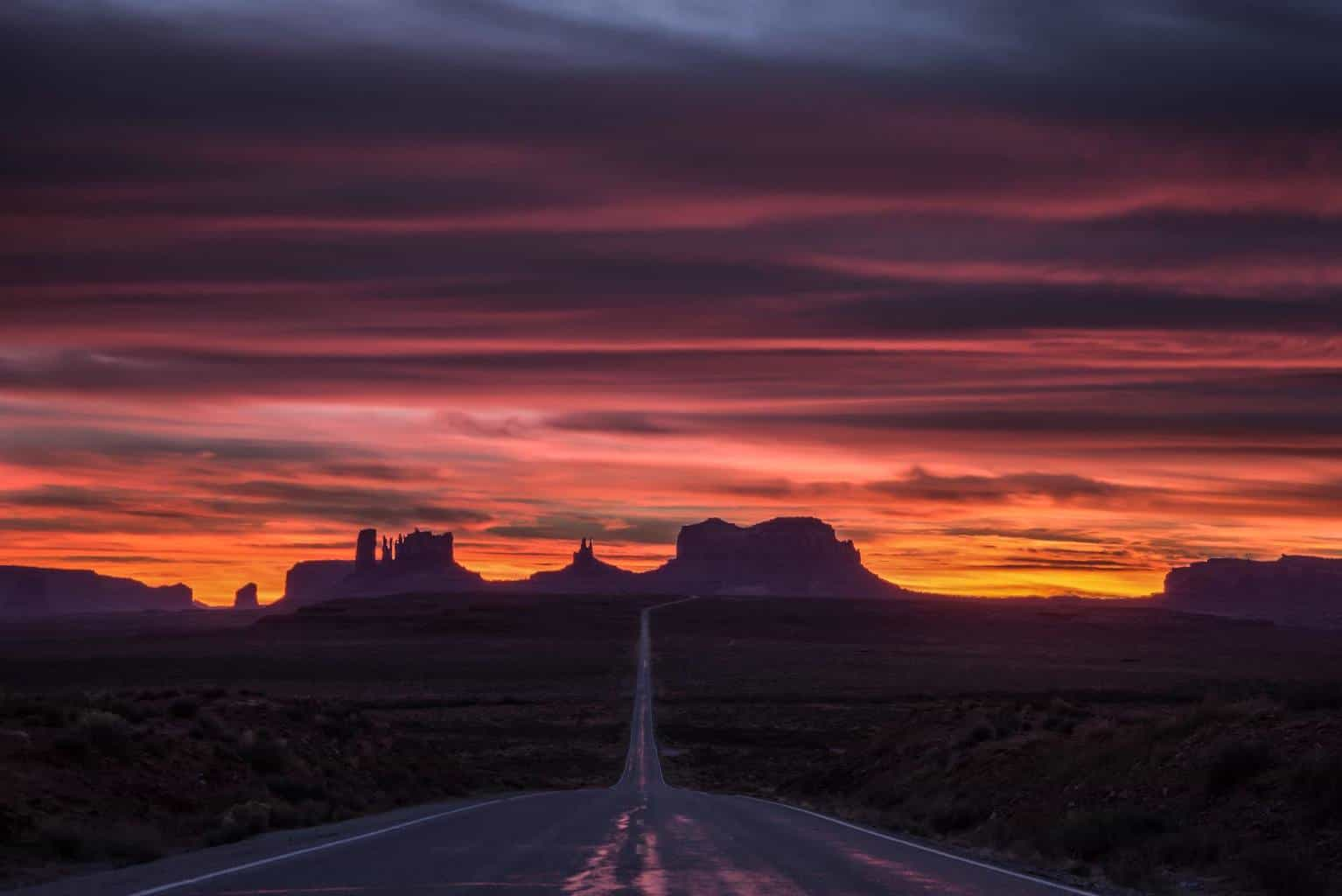 Awesome sunset in Monument Valley along the AZ/UT border the other night.
