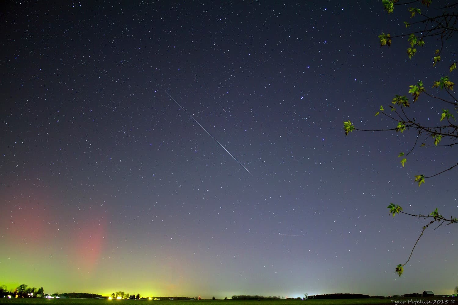 """""""Two in one"""" Catching a rare bit of the aurora along with a beautiful meteor in NW Ohio. Taurid meteor shower, November 2015"""