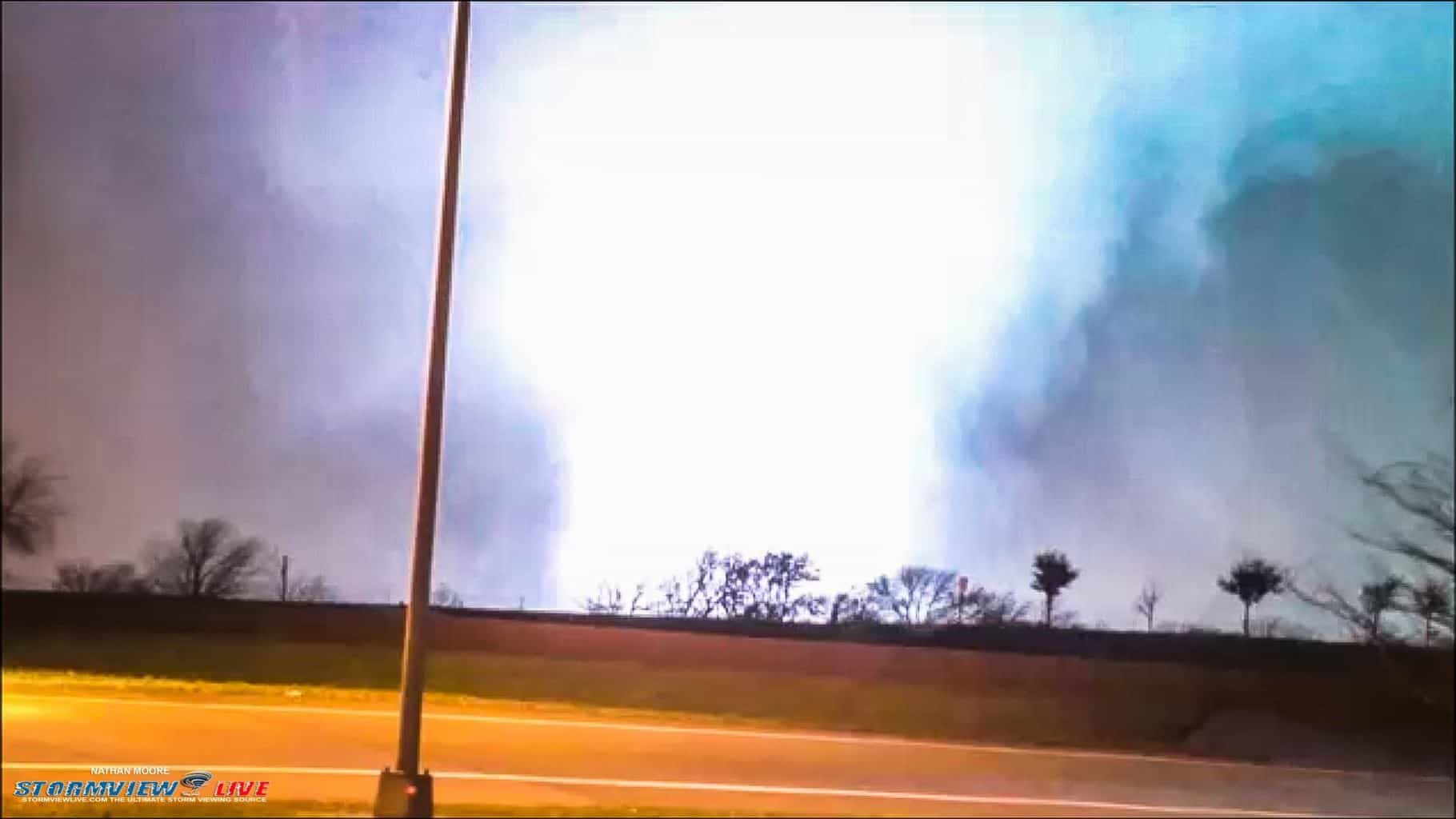 As promised the Garland/Rowlett tornado with a very large power flash. Dec 26th 2015.