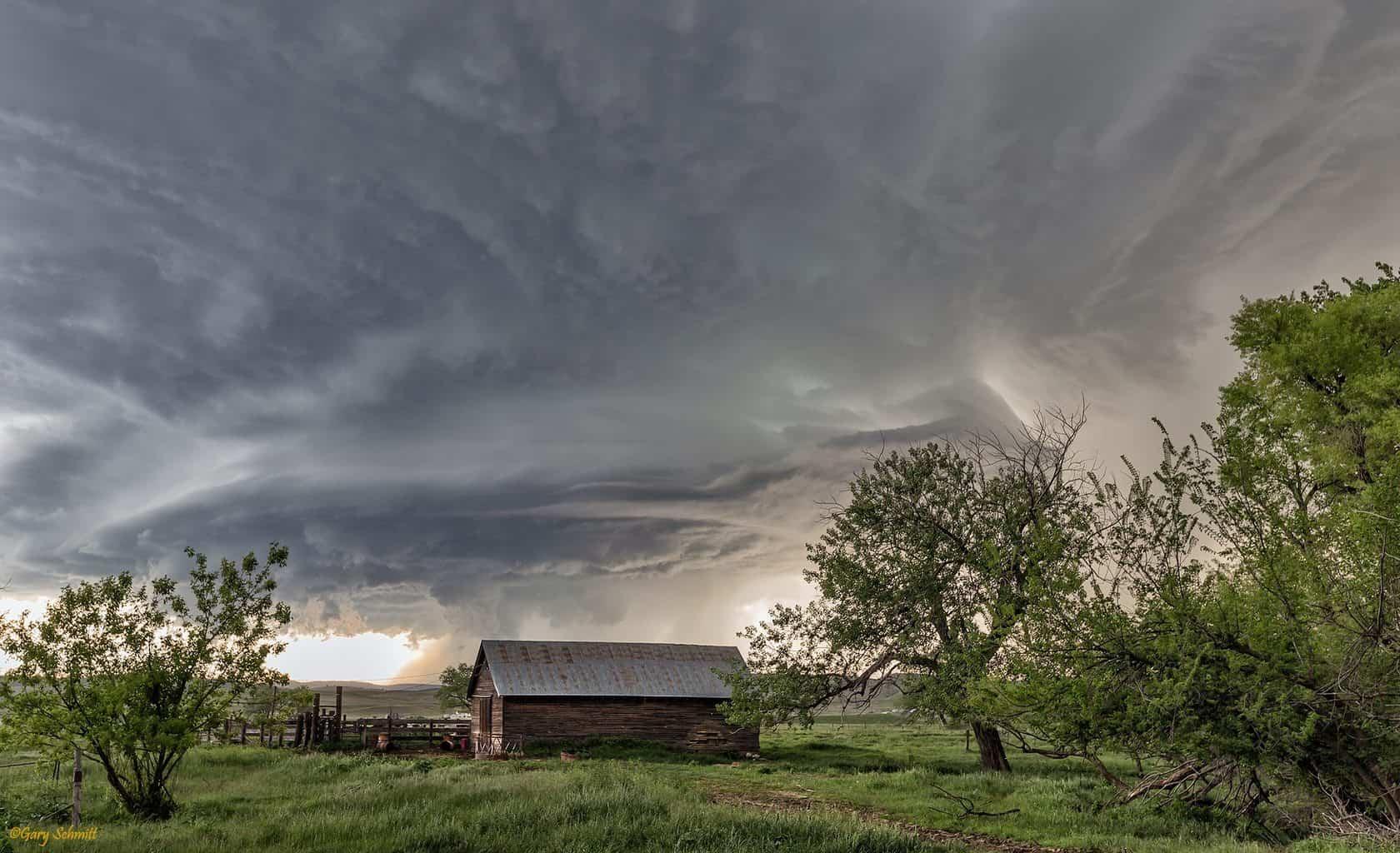 Storm and barn shot near Rapid City June 2015