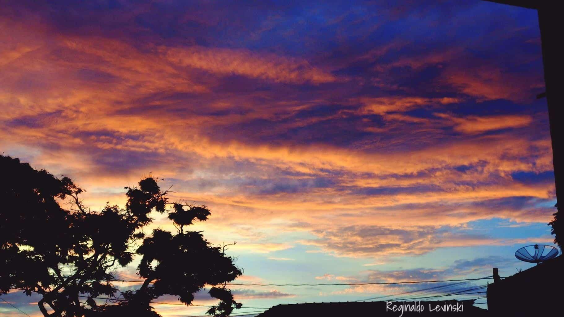 © Nada como chegar de viagem na minha cidade natal, com um lindo Nascer Do Sol - Umuarama/PR
