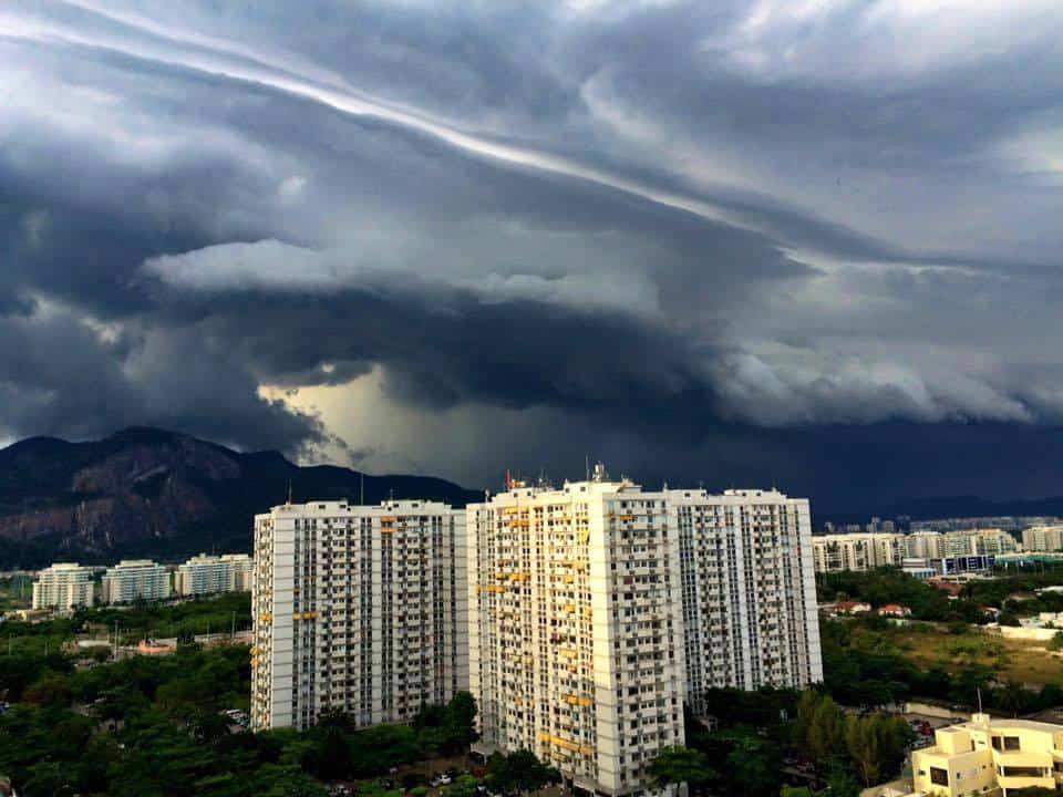 Shelf Cloud. In Rio de Janeiro 17-02-2016 - via iPhone