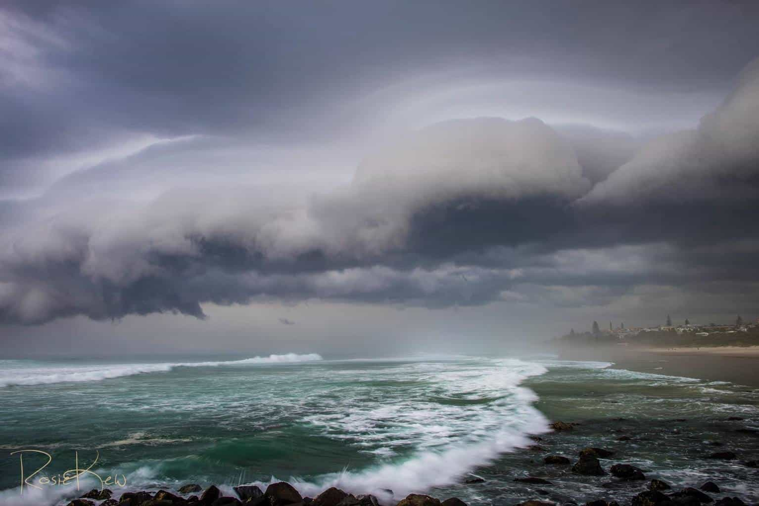Shelf cloud with cinema curtain structure a week ago. Ballina Northern NSW. This shelf cloud was riding a southerly change and not everywhere saw a Shelf cloud but it was very good of it to happen where I was set up!
