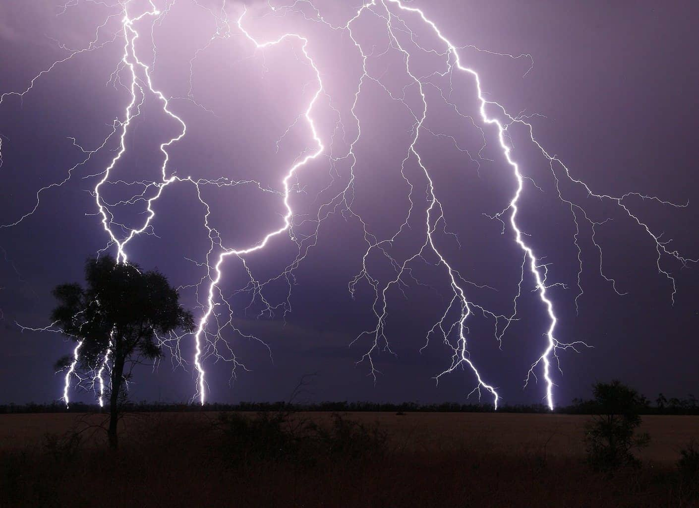 An incredible light show at 1am in the morning. Taken from Narrabri NSW