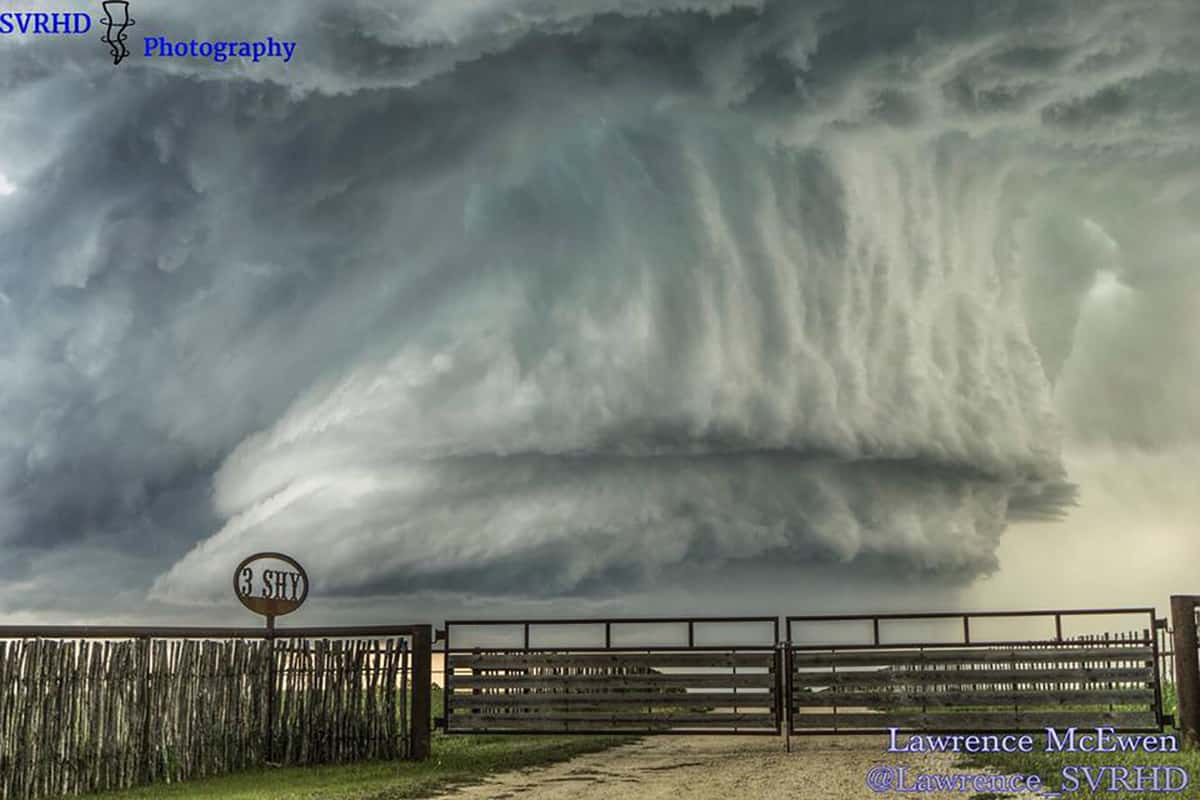 Hard to believe this was 8 months ago & to think it's been hiding in my hard drive this whole time. Stephenville Texas the mega hail day. #txwx#supercell #ranch #mothernature Apr 28 2015