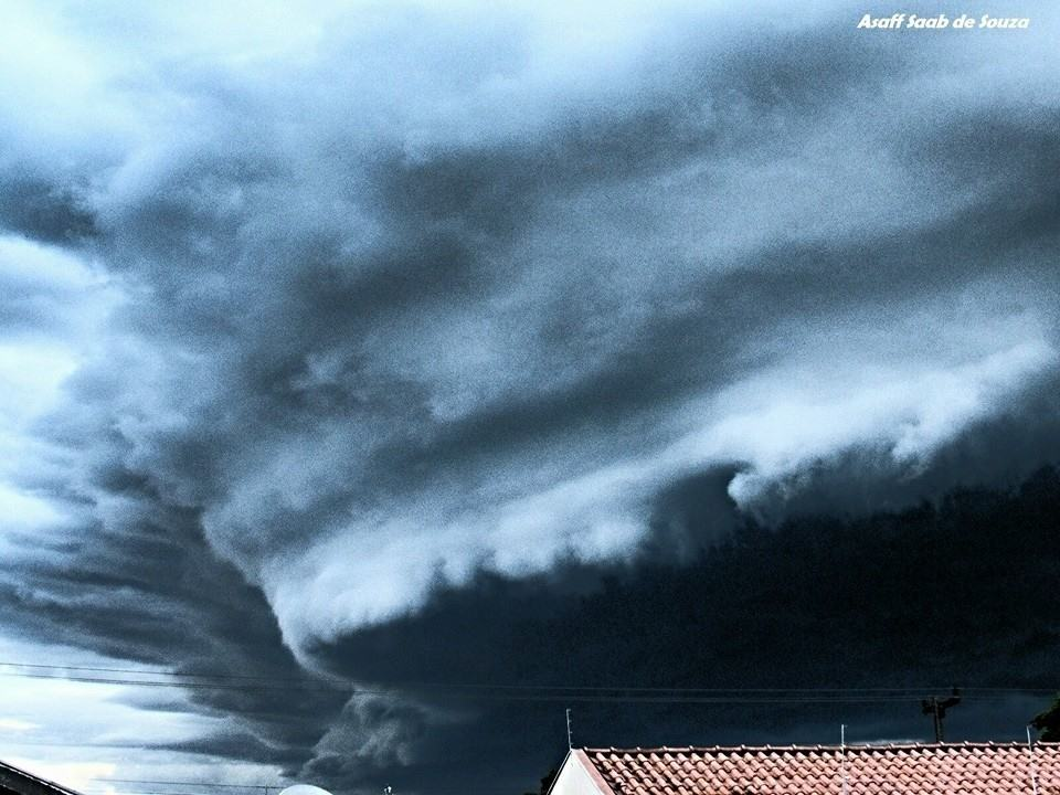 Wow! First storm after two weeks of dry !! Amazing!! Umuarama-Brazil
