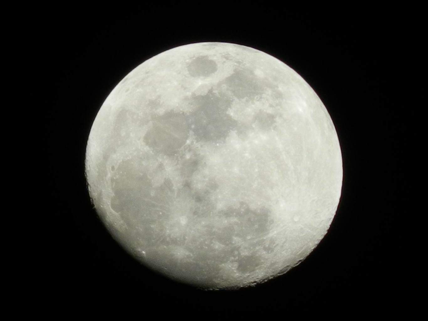 Tonight's picture of the moon used without having the camera on a tripod. Taken in Casa Grande, Arizona