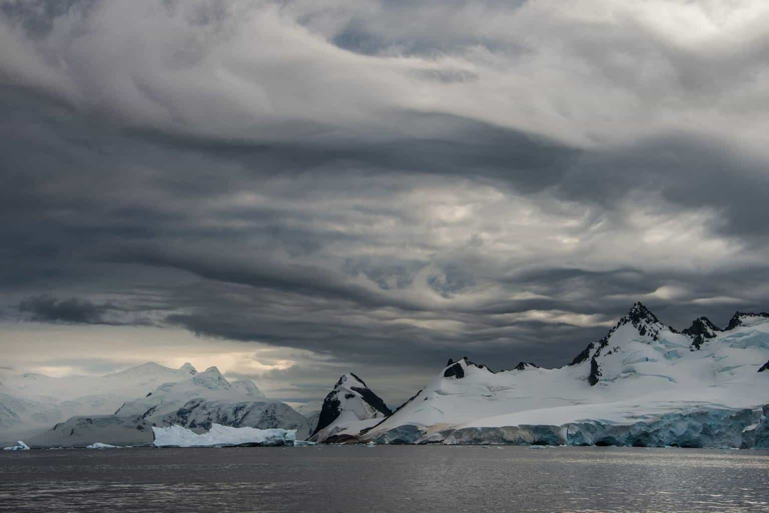 Another Antarctica pic-Asperatus Undulatus and even a little K-H wave action. — with Betsy Abrams.