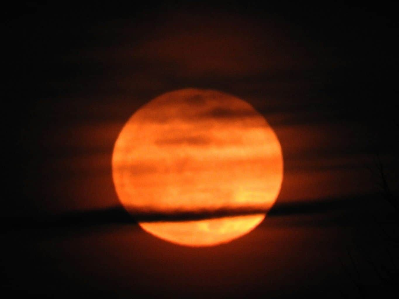 This evenings MoonRise from Indiana. (Love this shot, looks like a planet instead of the Moon )