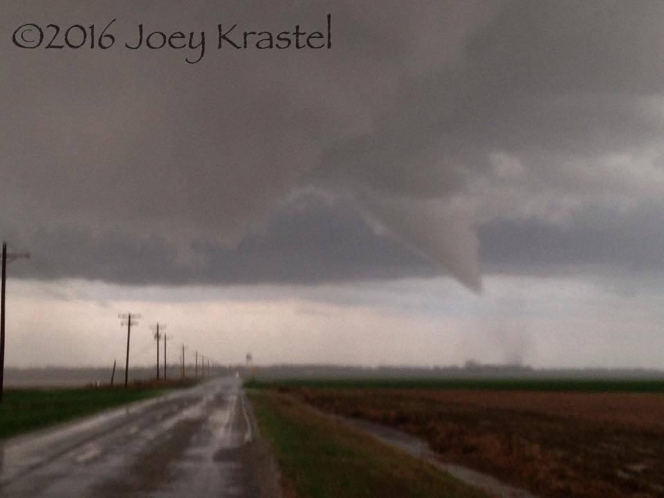 Tornado just S of Swan Lake, Arkansas today!