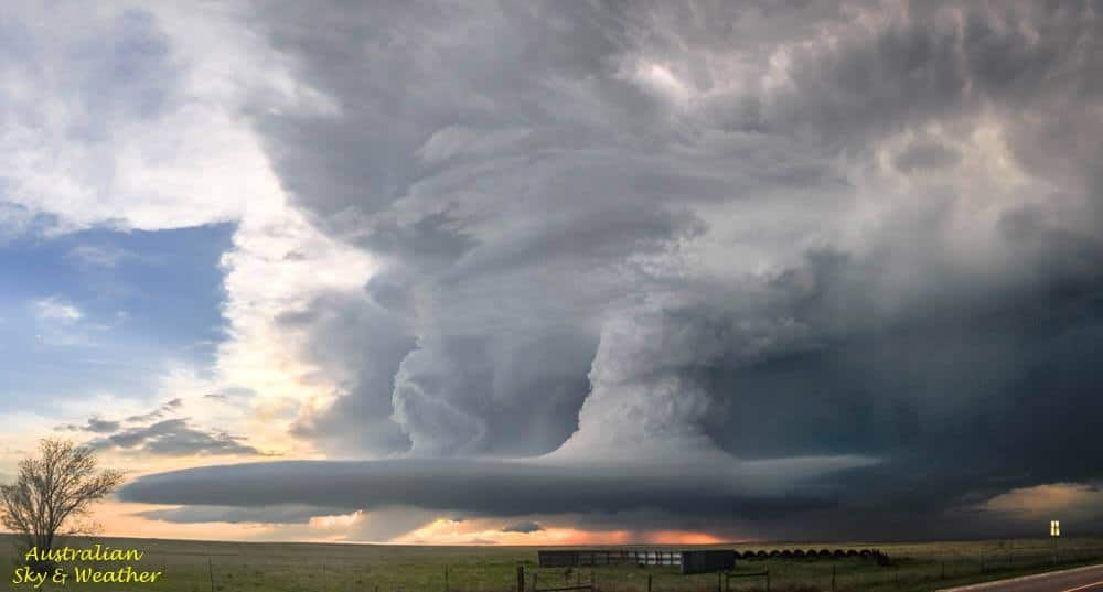 The dying stages of the Simla/Matheson supercell with its innards laid bare....the closer updraft with the inflow tail and shrinking beaver was where the anticyclonic tornado was located....this is where the storm became complicated despite the anticyclonic tornado existing the upper parts of the updraft column were rotating cyclonically !.....the rotation actually reversed above 15/20.000 feet....the storm had topped out near 60.000 feet...how to categorise this storm?....to us it looked like a large (very large !) LP type of structure !...4th June 2015