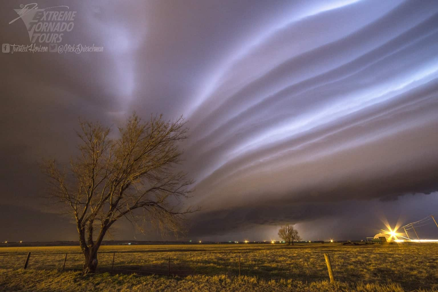 If this is any indication of the storm season to come we may be in for a treat! Incredible striations on the leading edge of a shelf cloud overtaking Chickasha Oklahoma last night. 2-29-16