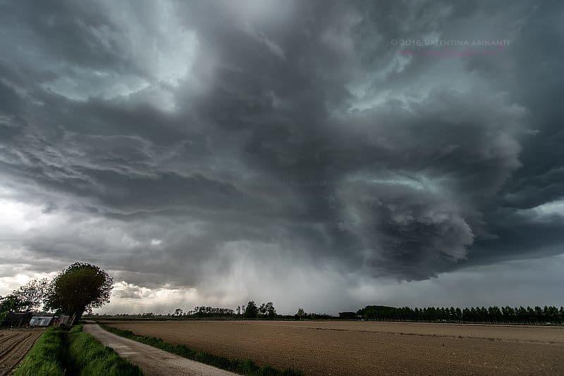 Supercell from yesterday near Novara, Italy.