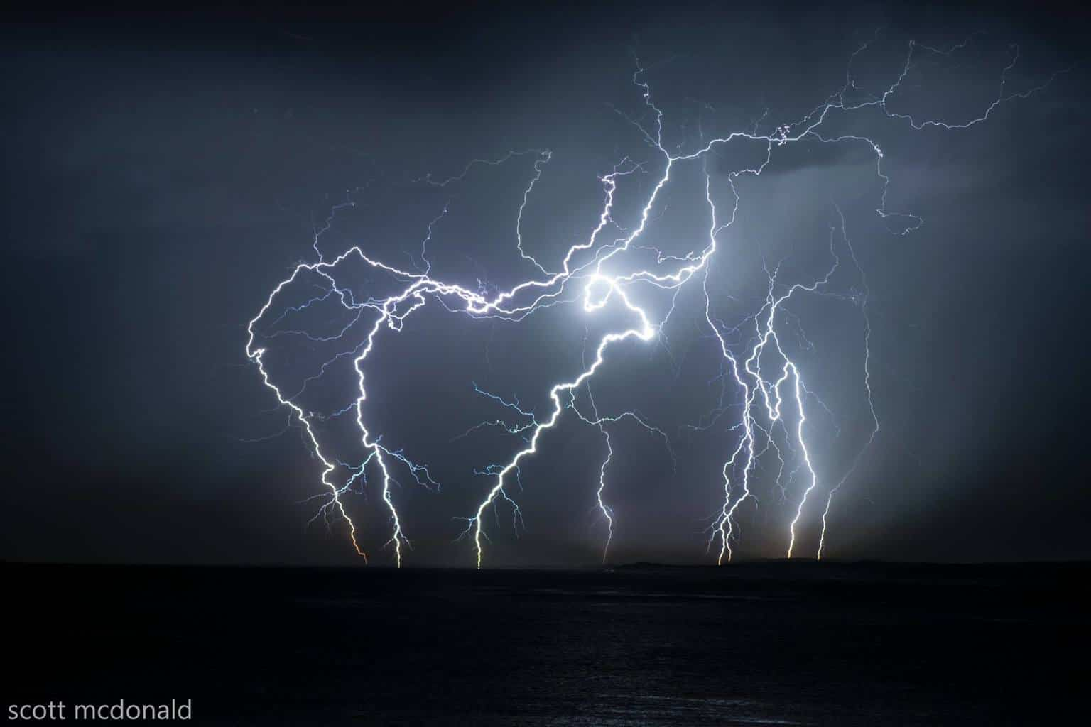 90secs worth of lightning from the best show ive witnessed for quite a while. View in full screen