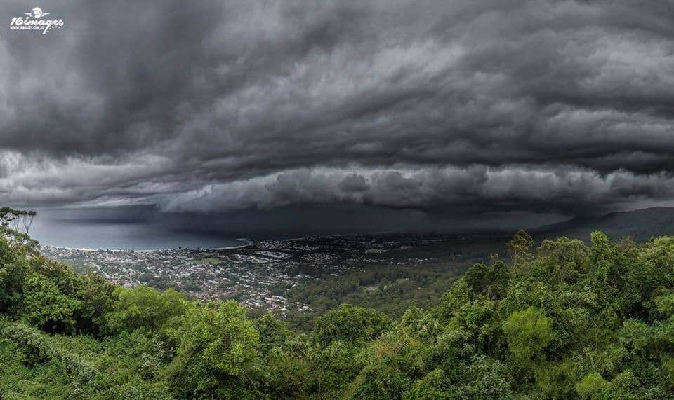 Punchy southerly change roaring up the east coast of Wollongong Australia