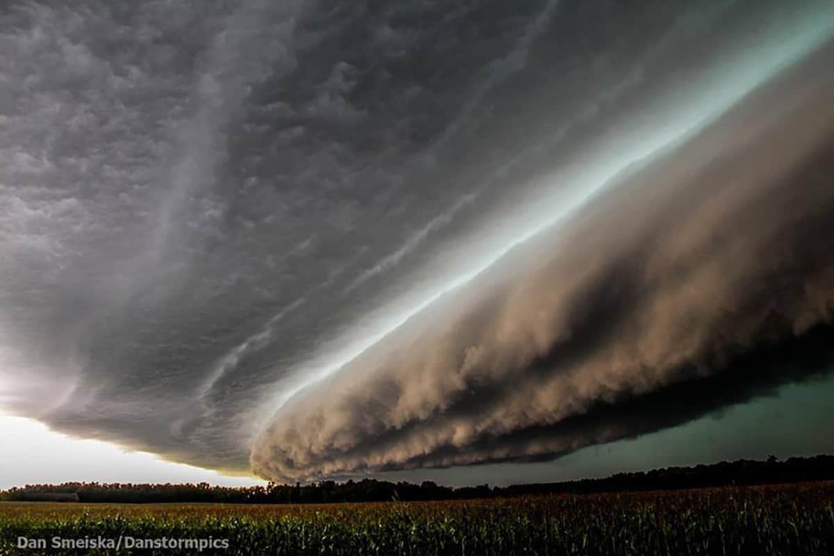 Powerful Derecho/Squall line plows through Northern Wisconsin on September 4 2014. The structure of this was draw dropping. This thing was moving at 60+mph. Couldn't ask for better storm porn than this.