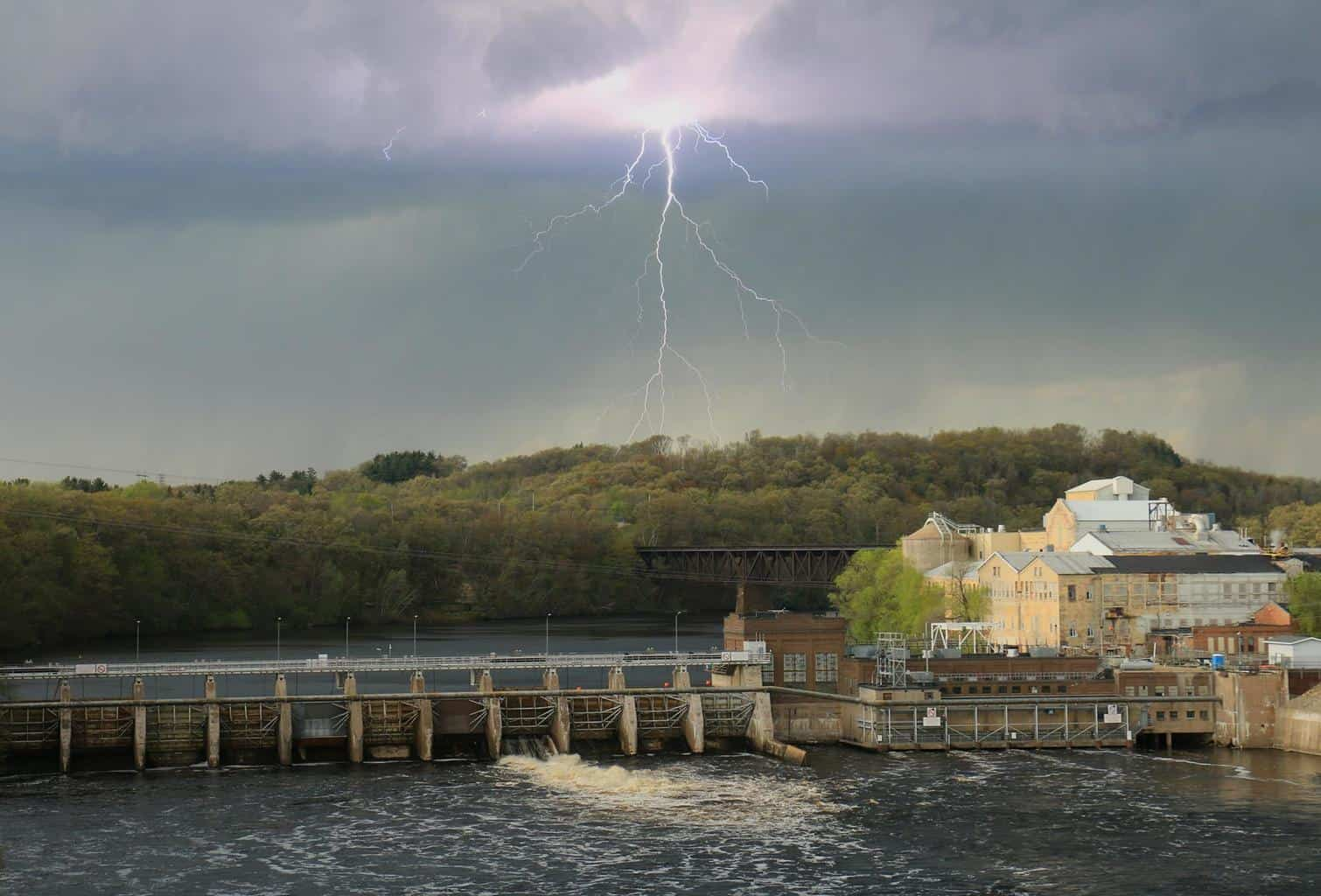 A little storm this afternoon in Eau Claire,WI.....