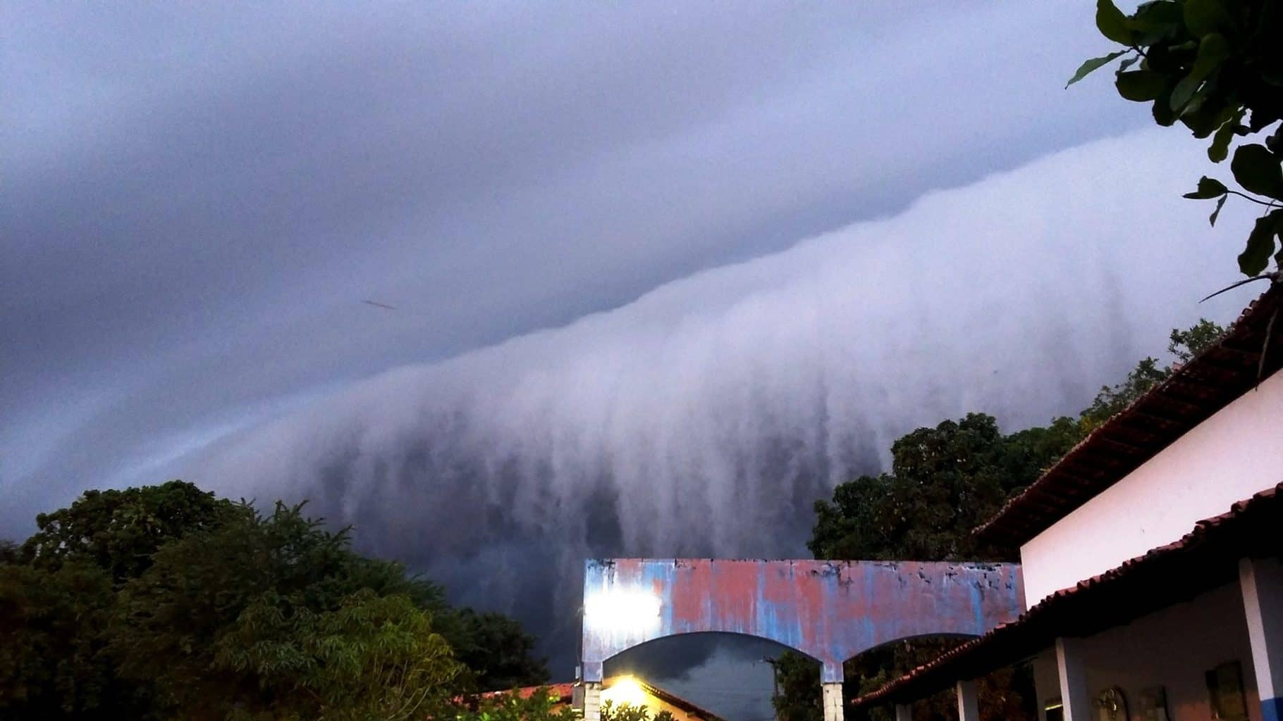 Detail of gust front advancing on the city of Teresina , state of Piaui , Brazil .