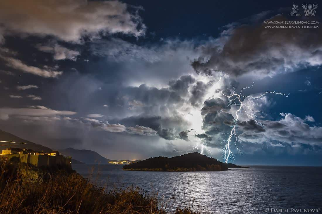 Isolated thunderstorm near Dubrovnik, Croatia, 17 Dec 2014.