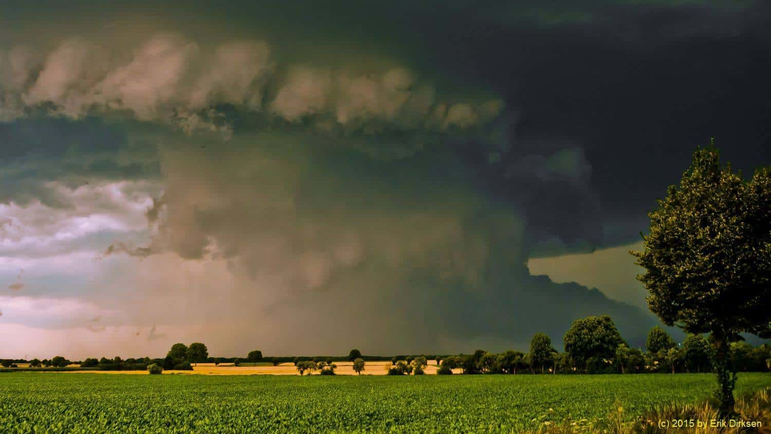 Another shot of the famous german Supercell near Titz on July 21st, 2009. Closeup to the Wallcloud.