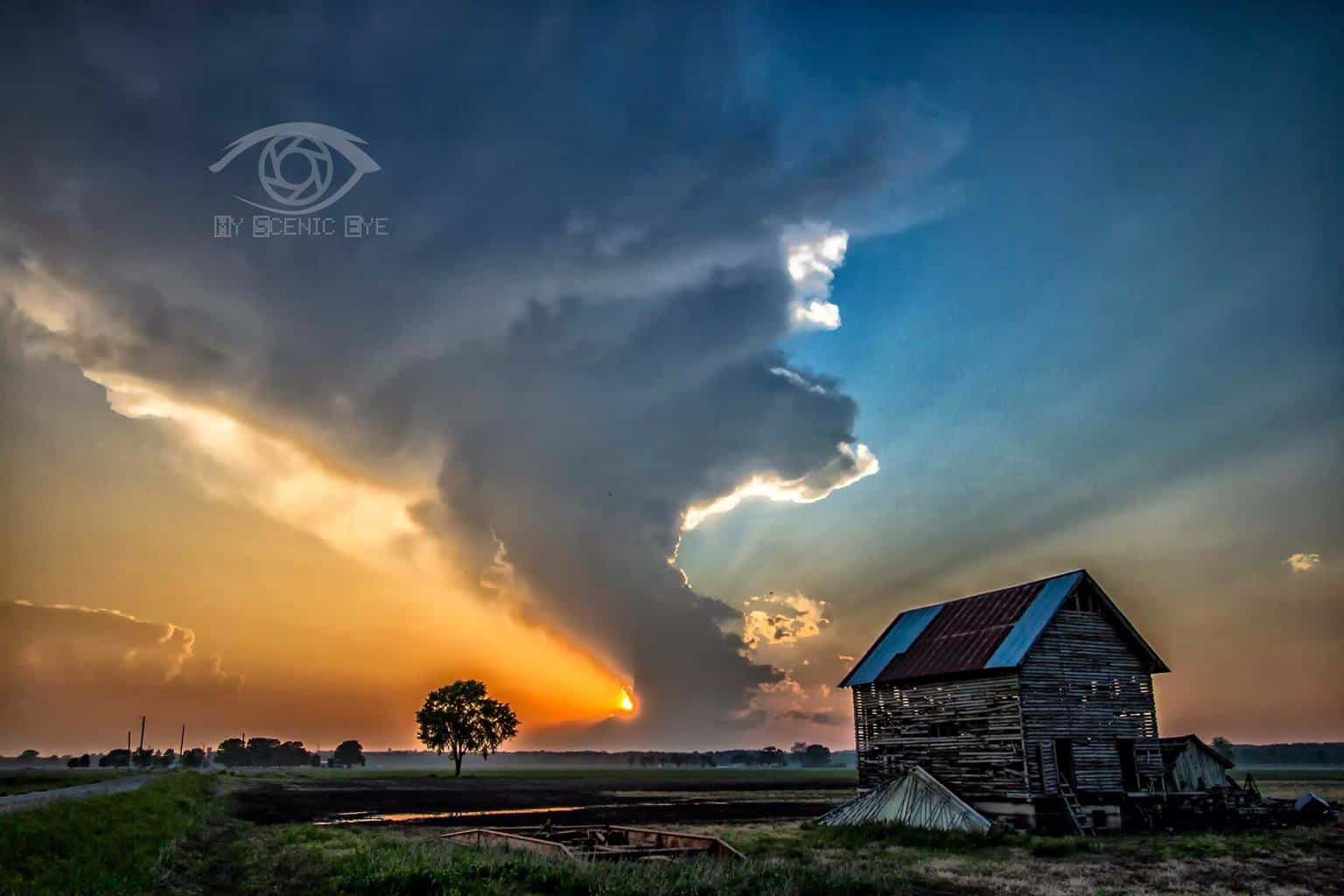 The little storm that couldn't. This was shot tonight in East Cape Girardeau IL. as the sun was setting. A perfect ending to a long day!!