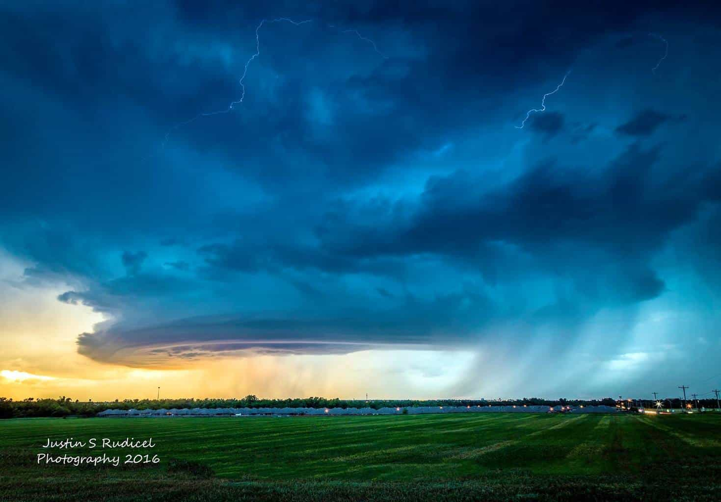 Raced home from work to grab a few pictures of this beauty Friday evening. I'm so glad new my camera is no longer a storm virgin. Beautiful non severe t'storm with a mothership over Yukon, Oklahoma.