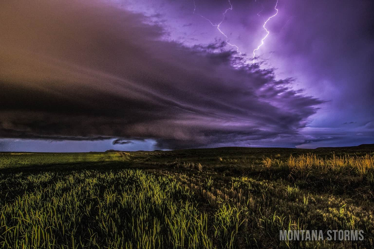 Cell that moved through last night over Columbus, Montana. Was a Beautiful Shelf!