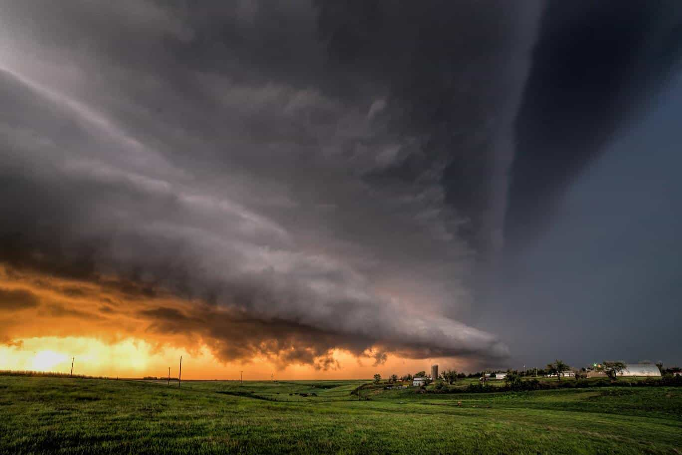 This was one of the most humbling and beautiful storm scenes I have witnessed. Leoti, KS. last Saturday.