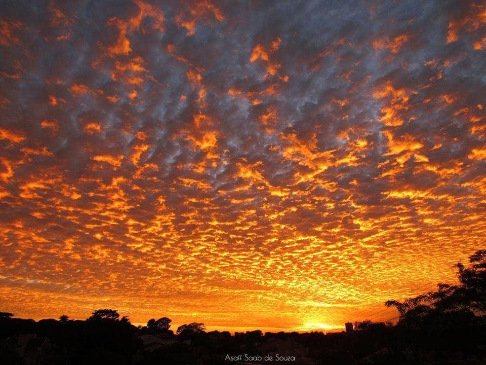 Beautiful sunrise with a beautiful golden color in the clouds, incredible !! Umuarama, Brazil, on 21/11/16! Belissimo nascer do Sol com uma bela cor dourado nas nuvens, incrível!! Umuarama, Brasil, dia 21/11/16!