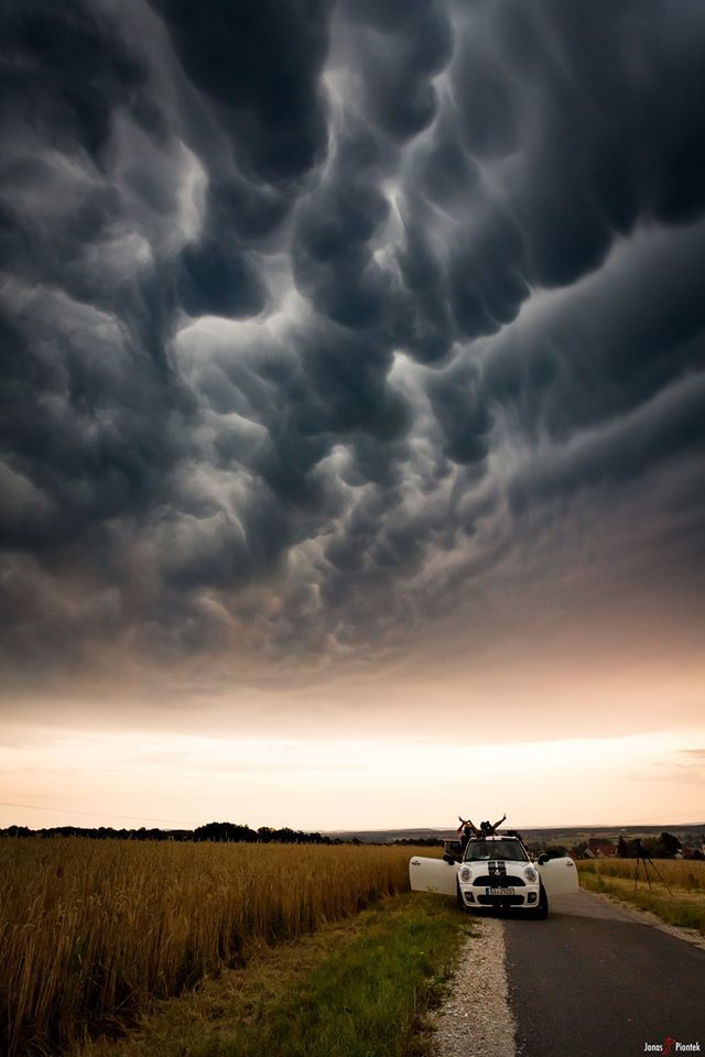 We had some fun below this awesome mammatus display, triggered by a severe supercell that was at least 15km away at that point. The sight was so incredible!