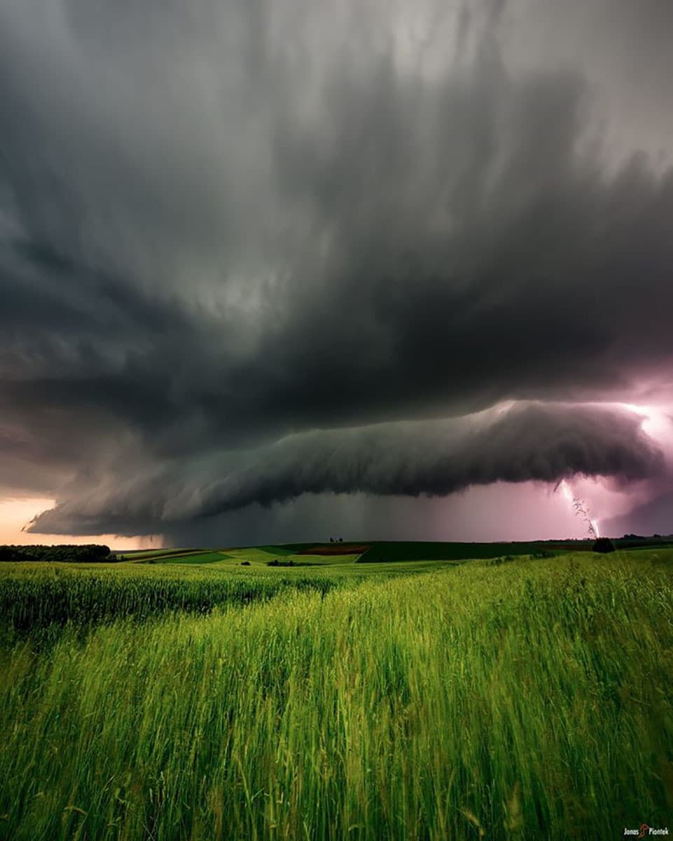 This is probably the most powerful storm I witnessed in Germany so far. Before battering us with hail and hurricane force winds this storm and the supercells along with it flooded a whole town in South-Germany, almost completely destroying it and tragically killing three people in the end.