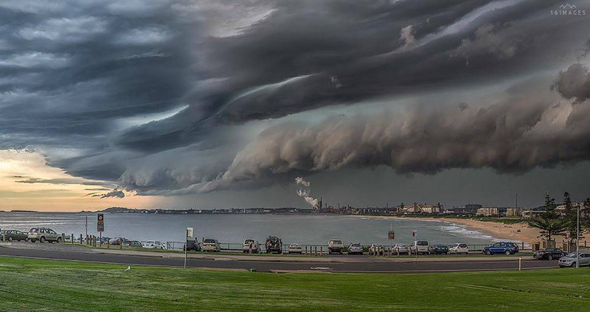 Big storm coming in this afternoon in Wollongong