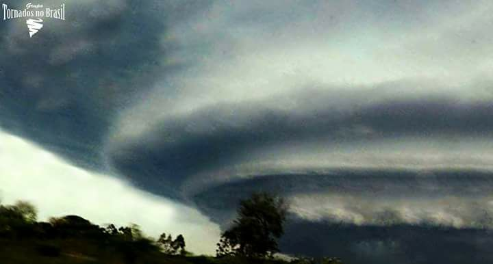 Supercell that caused damage in some cities of Rio Grande do Sul(Brazil), observed from BR 386, in the region of Triunfo.The event took place on October 14, 2015.