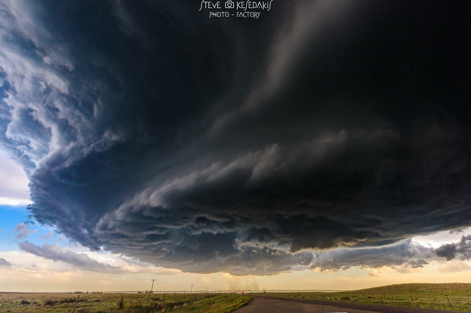 Oh ...it hangs soooo low.....Wray Colorado supercell spinning and picking up dust moments before it gives birth to an EF2 tornado May 7th 2016