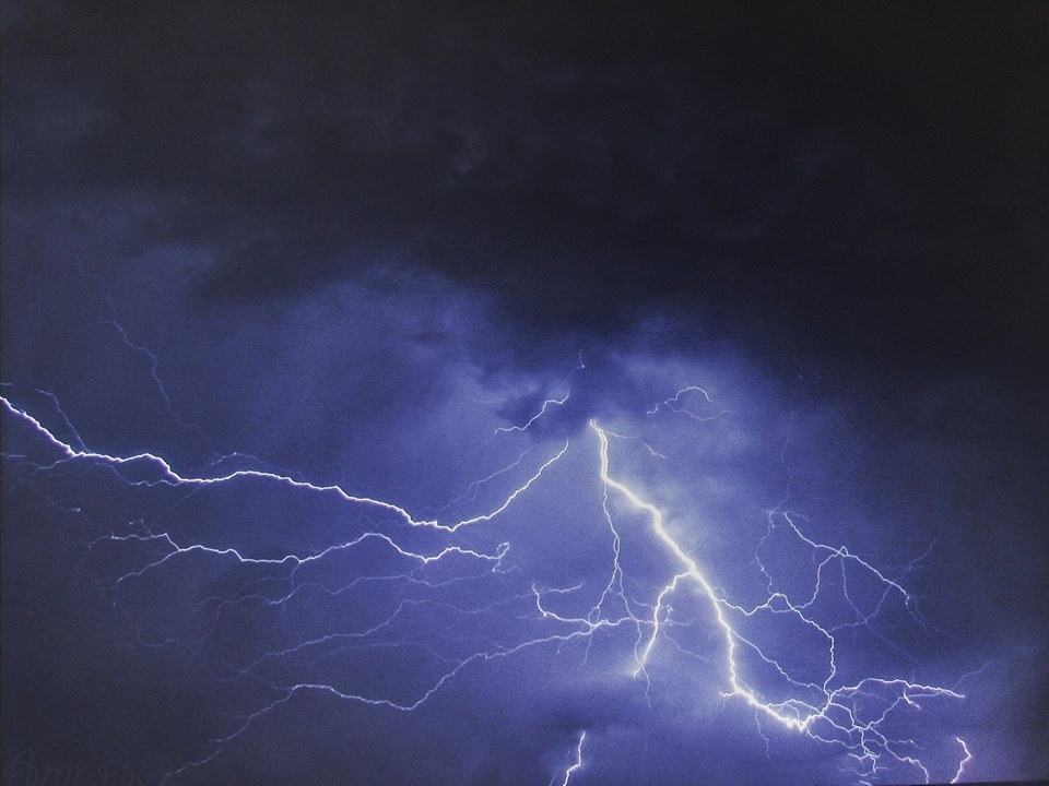 After waiting years for this day i finally captured this amazing picture of this amazing and rarely seen lightning in Cairo, Egypt last night. ?? — in Cairo, Egypt.
