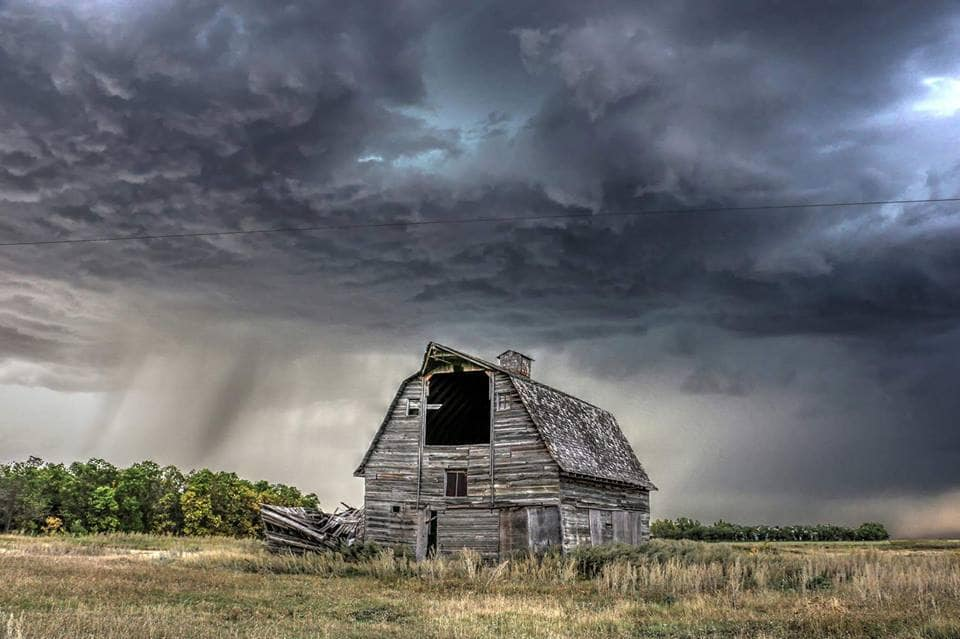 I have been lucky enough to grab 2 amazing storms at this barn let's see if this season brings #3