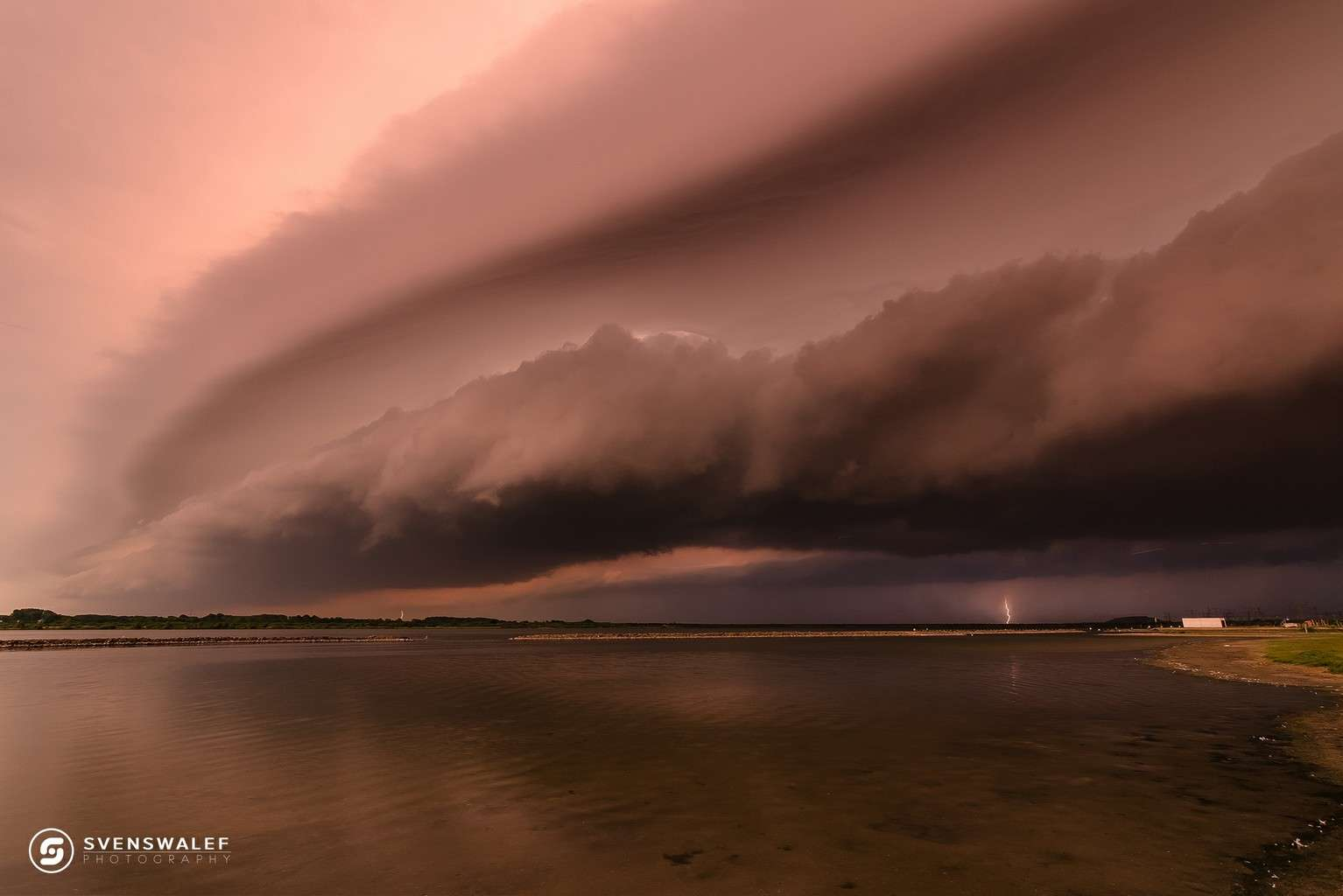 Shelfcloud this morning at the beach of Rockanje (Dutch coast) in the Netherlands