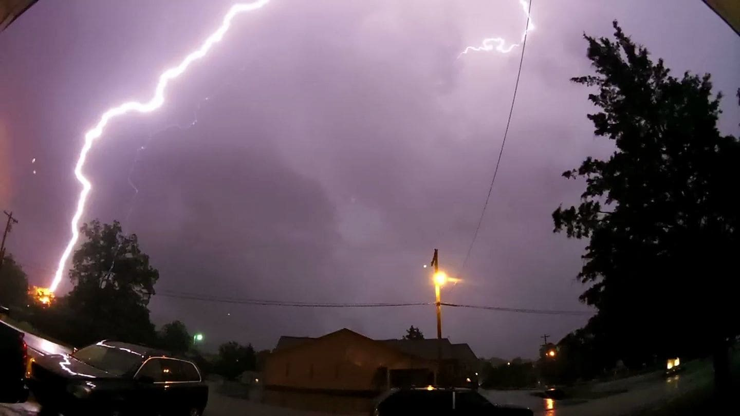 We had some nice lightning shows in East TN tonight.