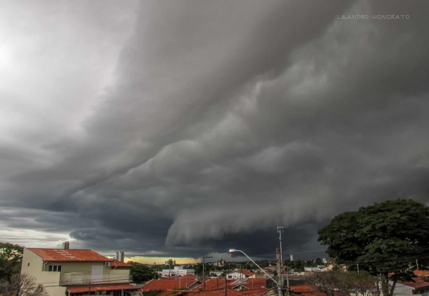 Shelf cloud approaching in Indaiatuba, SP - Brazil. Jan 16, 2017