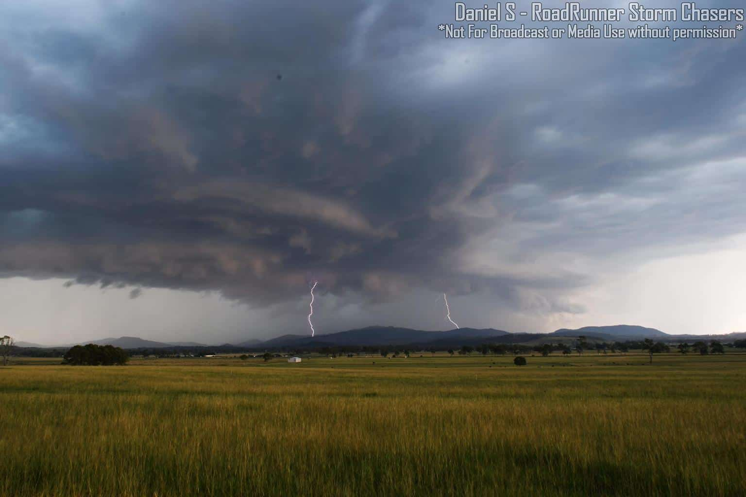 Awesome Supercell that produced Very Large Hail up to 7cm in diameter and Destructive Winds up to 100km/h+. 11th February 2018. Beaudesert, QLD Australia.